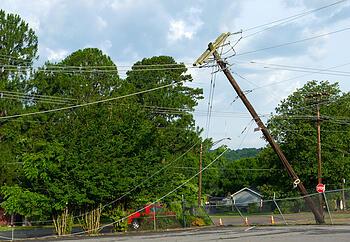 utility_pole_falls_on_SUV